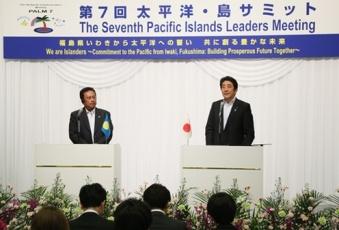 安倍総理大臣とレメンゲサウ・パラオ大統領 第7回太平洋・島サミット(PALM7)共同記者発表