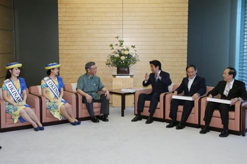 20150525 翁長沖縄県知事と懇談する安倍総理