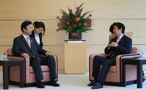 20150622 尹炳世(ユン・ビョンセ)韓国外交部長官の表敬を受ける安倍総理