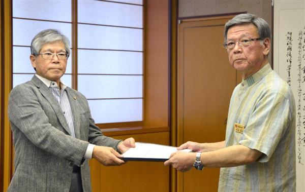 20150720 翁長雄志 有識者委員会から報告書を受け取る 沖縄県庁