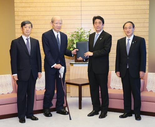 150806 20世紀を振り返り21世紀の世界秩序と日本の役割を構想するための有識者懇談会(21世紀構想懇談会)による報告書の提出
