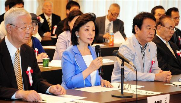 150819 平和安全法制の早期成立を求める国民フォーラムの記者会見で、趣旨説明を兼ねあいさつする櫻井よしこ氏(左から2人目)=13日午後、東京・永田町の憲政記念館 産経