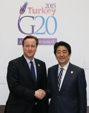 151115 G20アンタルヤ・サミット キャメロン英首相と握手する安倍総理