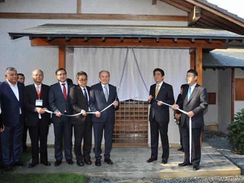 151114 バルタリマヌ日本庭園改修式典での除幕式