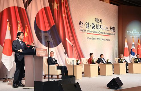 151101 日中韓ビジネスサミットで挨拶する安倍総理