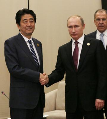 151115 G20アンタルヤ・サミット プーチン露大統領と握手する安倍総理