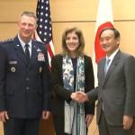 「沖縄基地移設は唯一の解決策」「土地返還前倒し」菅官房長官とケネディ駐日米国大使、日米共同記者発表