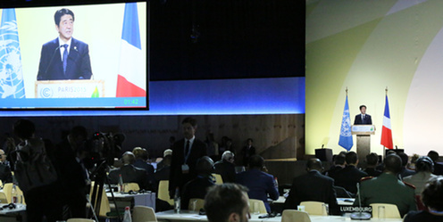 151201 COP21首脳会合 スピーチする安倍総理1.jpg