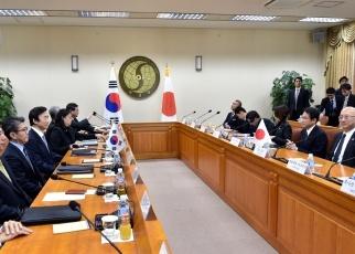 151228 日韓両外相共同記者発表2