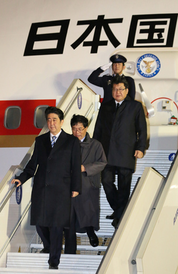 151129 COP21首脳会合 フランスに到着した安倍総理