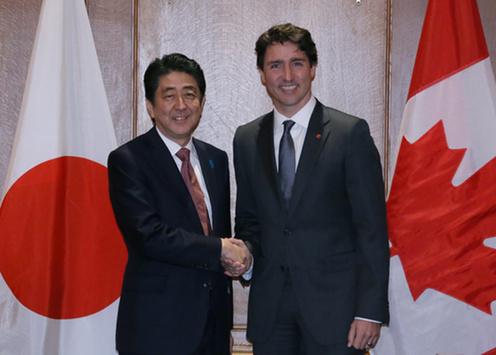160331 米国核セキュリティ・サミット2日目 トルドー・カナダ首相と握手する安倍総理
