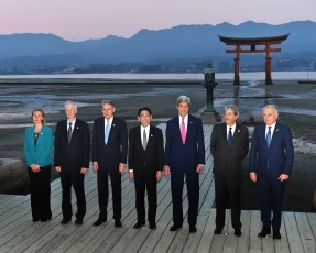 160410-11 G7広島外相会合 G7外相の嚴島神社訪問