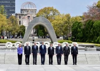 160410-11 G7広島外相会合 平和記念資料館訪問及び原爆死没者慰霊碑献花