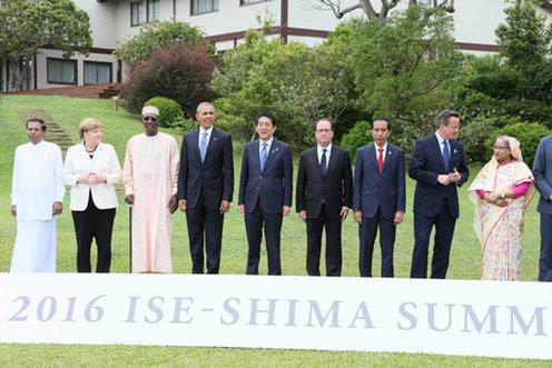 160527 G7及びアウトリーチ招待国首脳の集合写真撮影