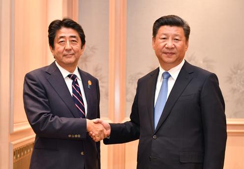 160905 G20 習国家主席と握手する安倍総理