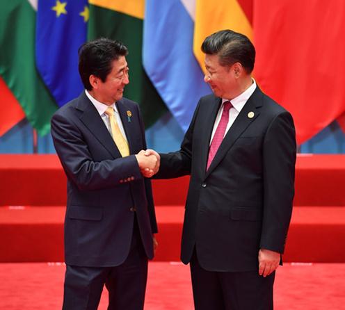 160904 G20 習近平国家主席による出迎えを受ける安倍総理