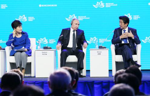 東方経済フォーラム全体会合の質疑応答で質問に答える安倍総理