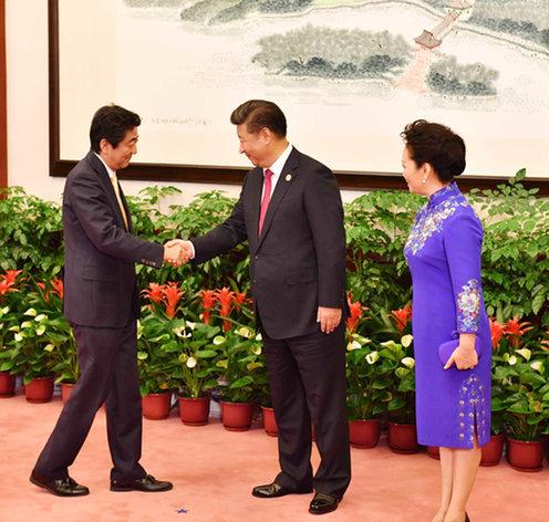 160904 G20 歓迎式典で習国家主席夫妻による出迎えを受ける安倍総理