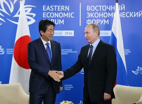 握手する両首脳2
