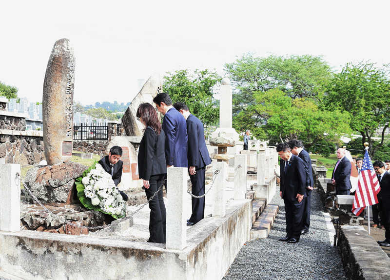 マキキ日本人墓地での安倍総理