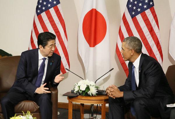 オバマ米国大統領と握手する安倍総理