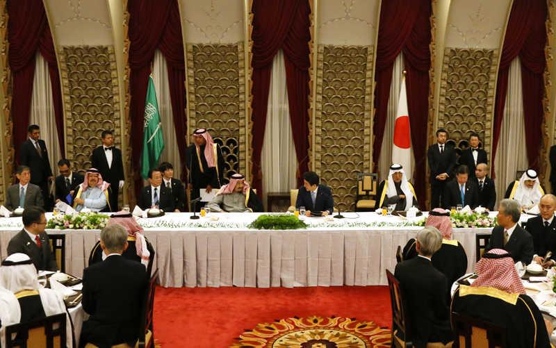 総理主催晩餐会で挨拶する安倍総理